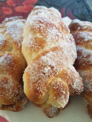 Treccine siciliane con lo zucchero